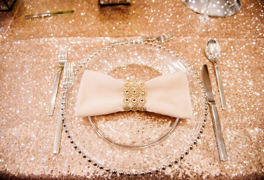 An Old Hollywood Glam New Year's Eve Wedding in Canada ...