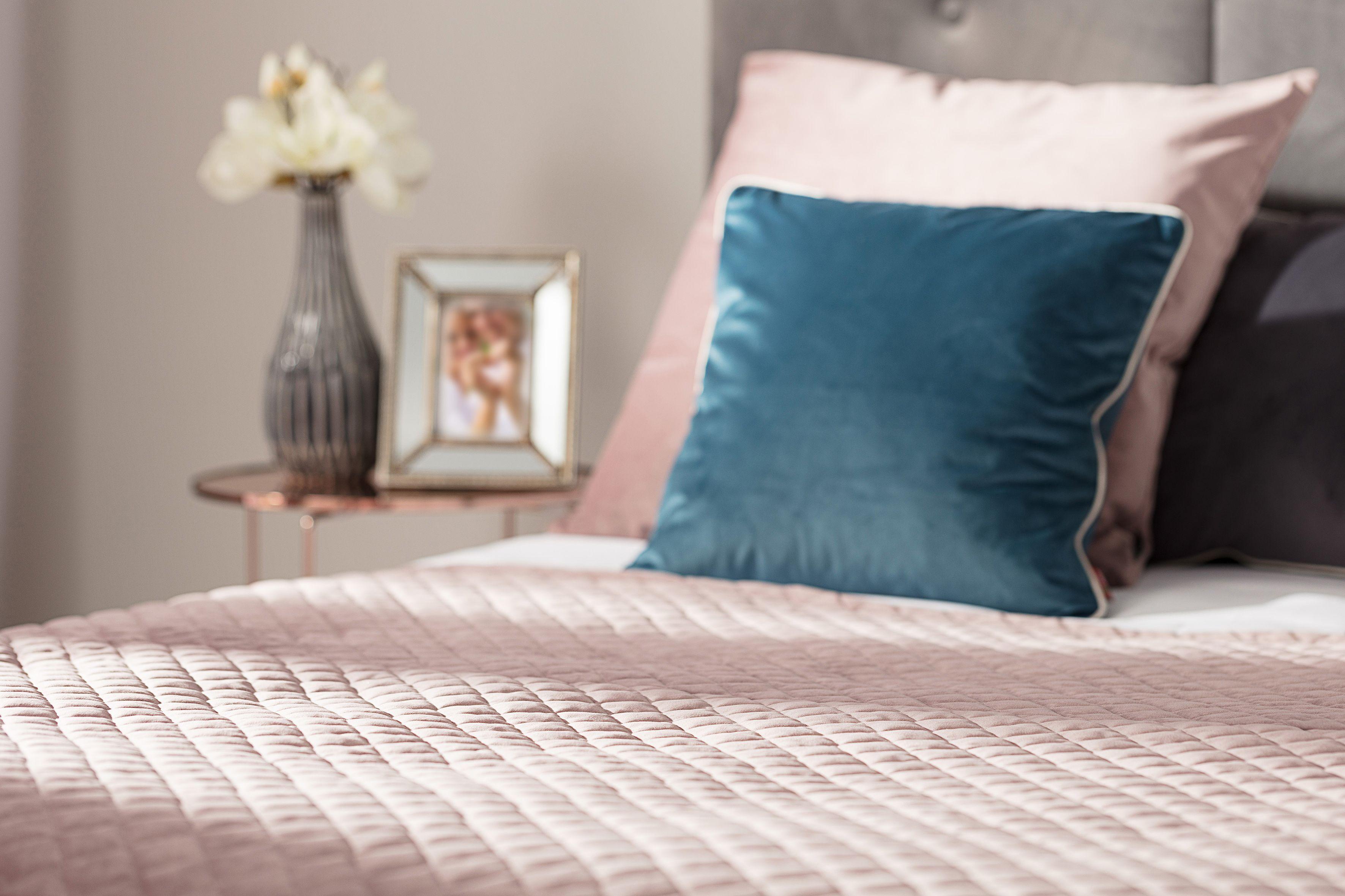 Bedding Velvet #Dekoriapl #Pink #Luxury #Bedding #Blue #Pillows #Bedroom