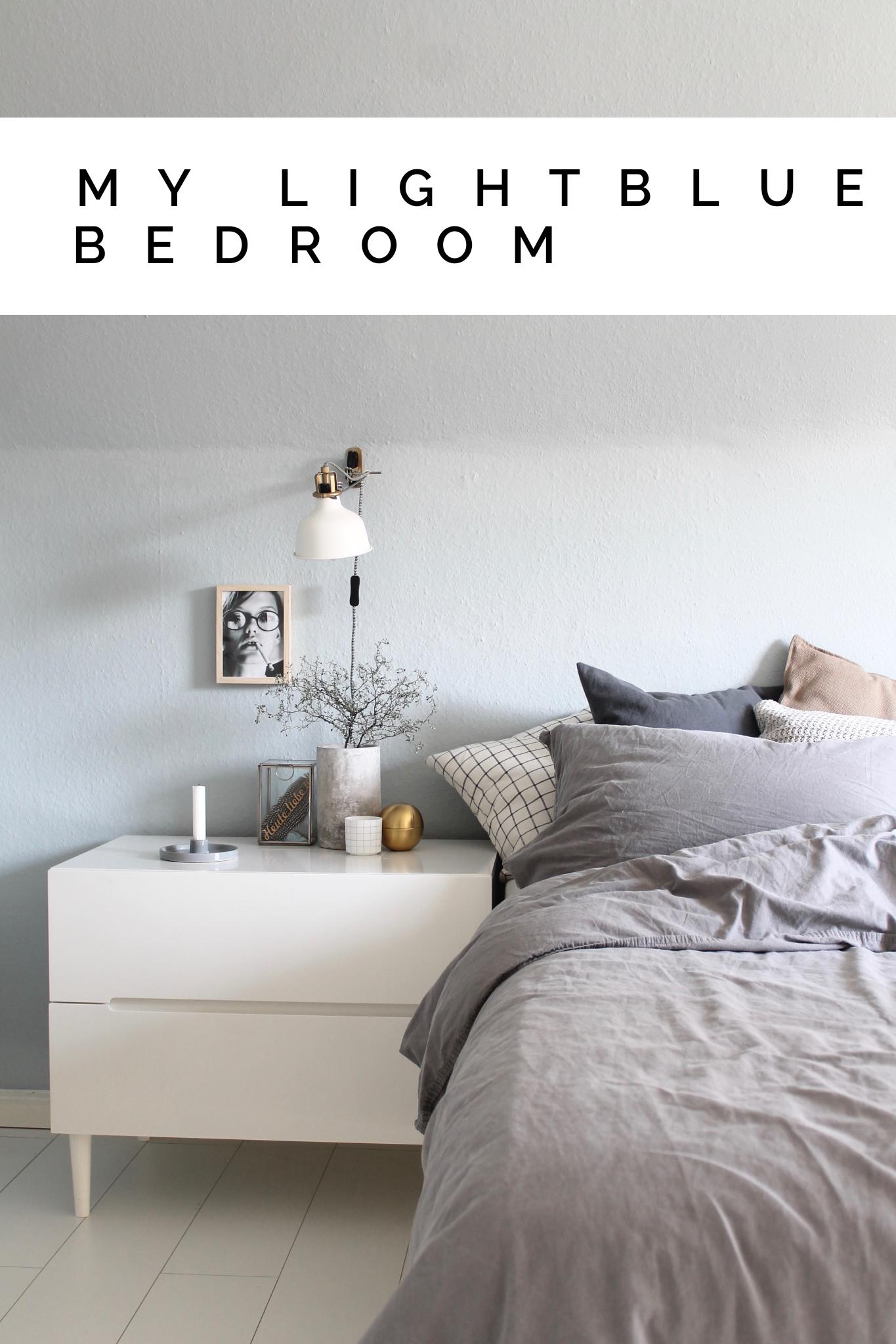 Eine Frau Sieht Blau Das Neu Gestrichene Schlafzimmer Mit Kolorat Mit Bildern Hellblaues Schlafzimmer