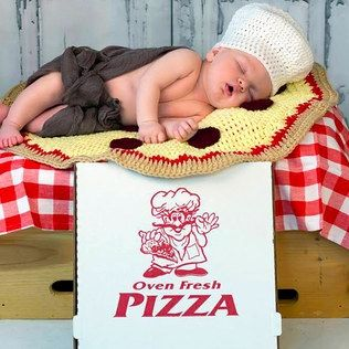 We just loved this photo of this tired baby and pizza so we had to share.