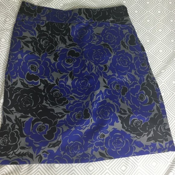 Banana Republic floral skirt Banana Republic floral skirt Banana Republic Skirts Circle & Skater