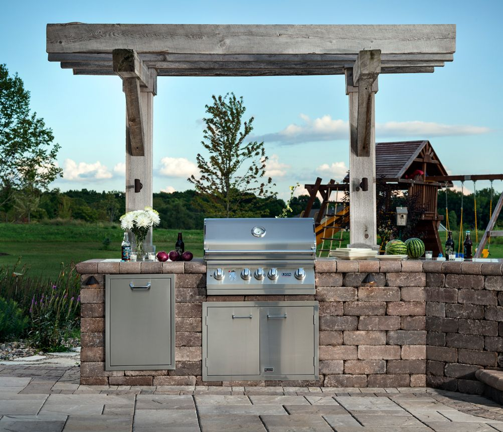 Reclaimed Wood Creates An Eye Catching Arbor For This Weston Stone Grilling Station Built In Outdoor Grill Outdoor Kitchen Design Outdoor Grill Island