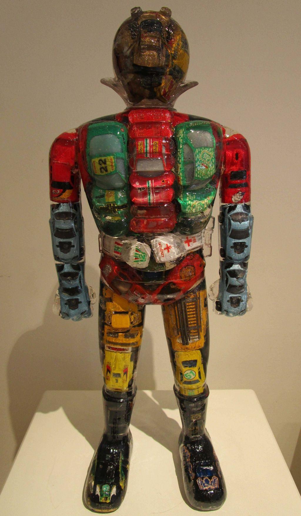 ALBEN, Super héro japonais - Voitures, 59 x 11 x 24 cm, inclusion résine. http://www.galeriealaindaudet.fr/sculptures/alben/
