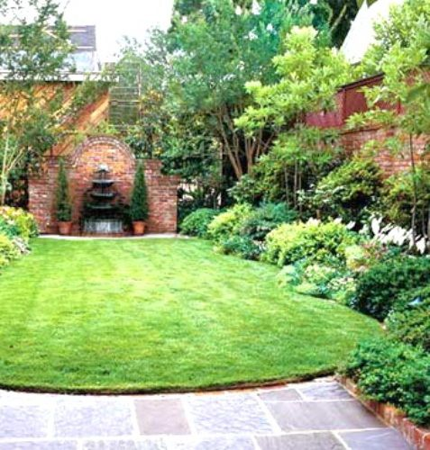 Small backyard landscaping design make the edges filled for Open yard landscaping ideas