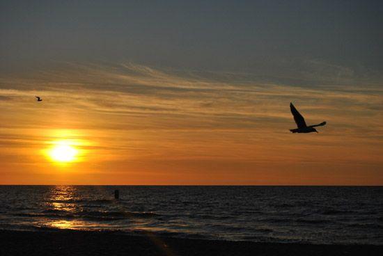 Zachód słońca nad Bałtykiem. Noclegi nad morzem, noclegi nad polskim morzem. Noclegi Trójmiasto.
