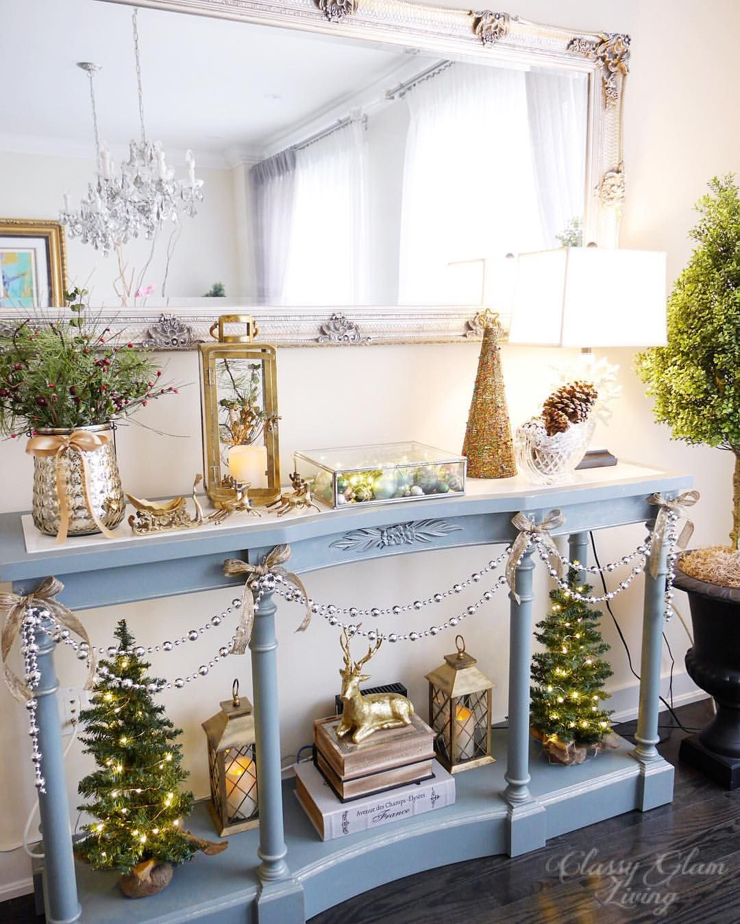 Console table Christmas styling. Dining room. Entry way ...