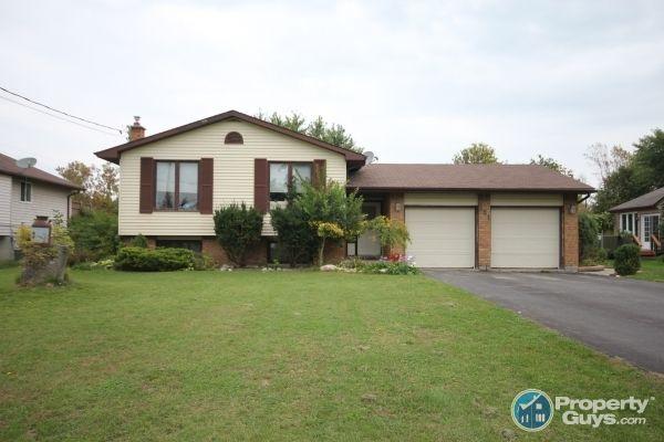 Deeded Bay Of Quinte Access 4 Bedroom Home Private Sale 11 Baylea Drive Trenton Ontario Propertyguys Com Real Estate Property Property For Sale