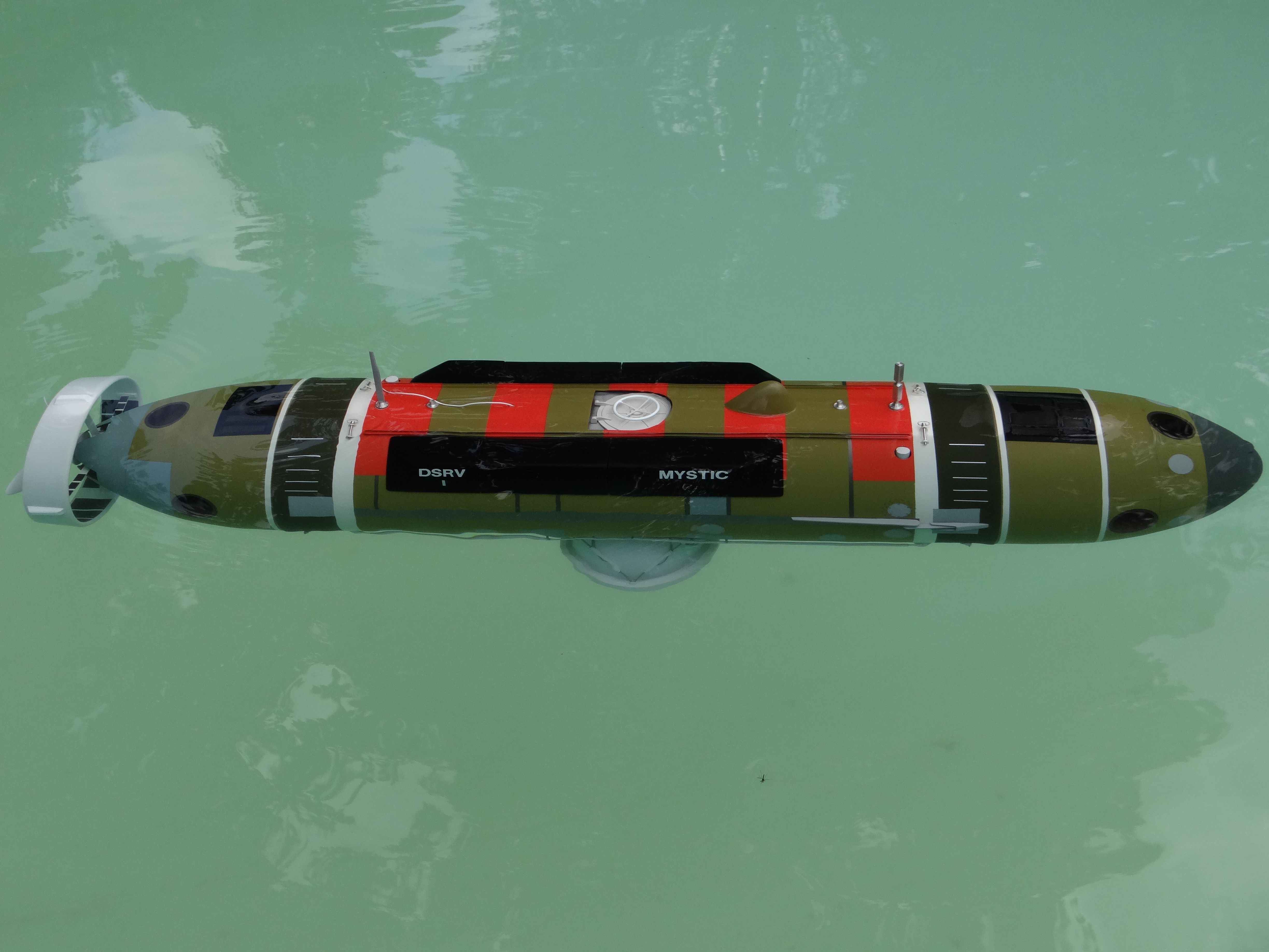 RC model of DSRV MYSTIC in my pool, runs and looks great