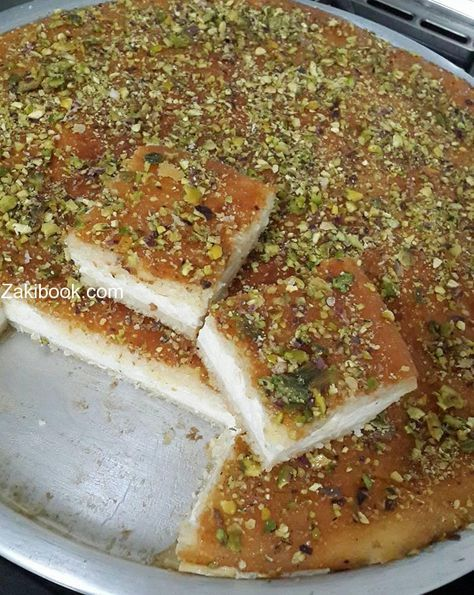 وصفة ناجحة ومجربة للبسبوسة بالقشطة زاكي Arabic Dessert Middle Eastern Food Desserts Yummy Food Dessert