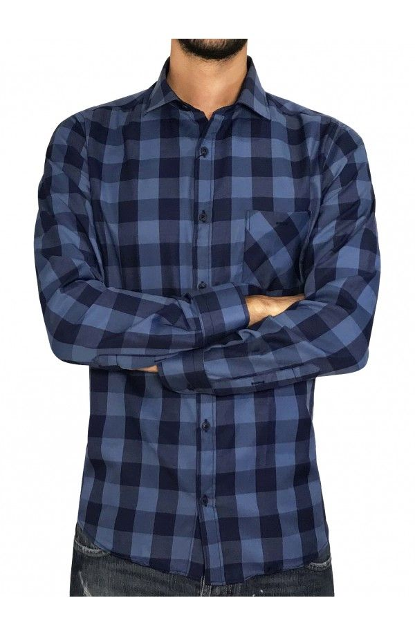 dfc7d5e03928 3GUYS Ανδρικό καρό πουκάμισο σε κανονική γραμμή με τσέπη στο στήθος.Το  μοντέλο της φωτογραφίας