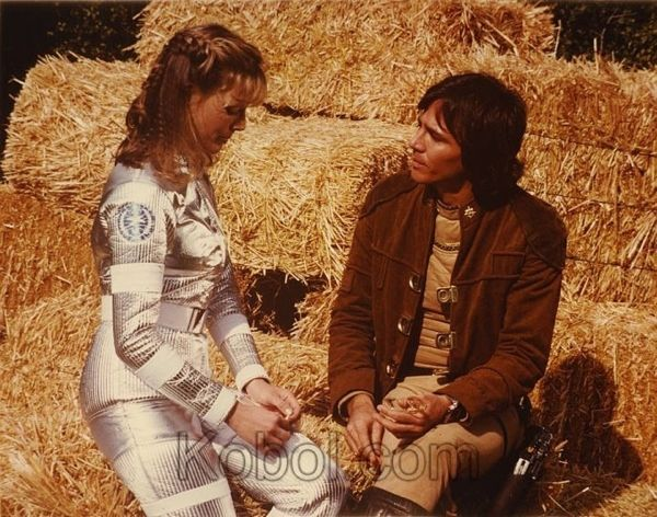 Sarah kelly harmon capt apollo richard hatch battlestar apollo richard hatch battlestar galactica s01e20 episode 17 greetings from earth part 2 first aired february 25 1979 m4hsunfo