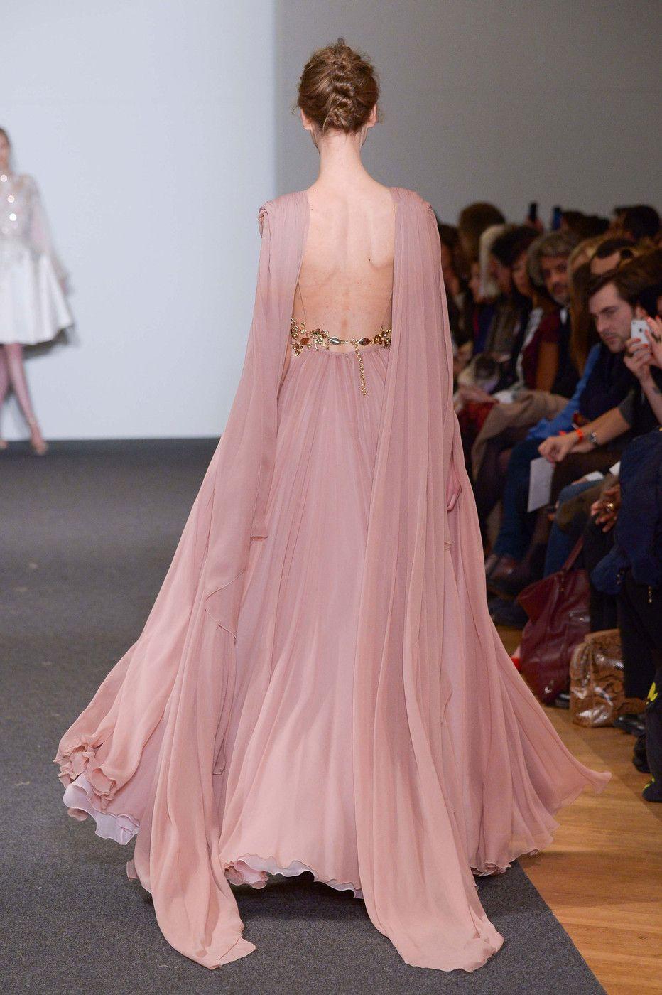Fashion Runway | Rosas, Vestiditos y Alta costura