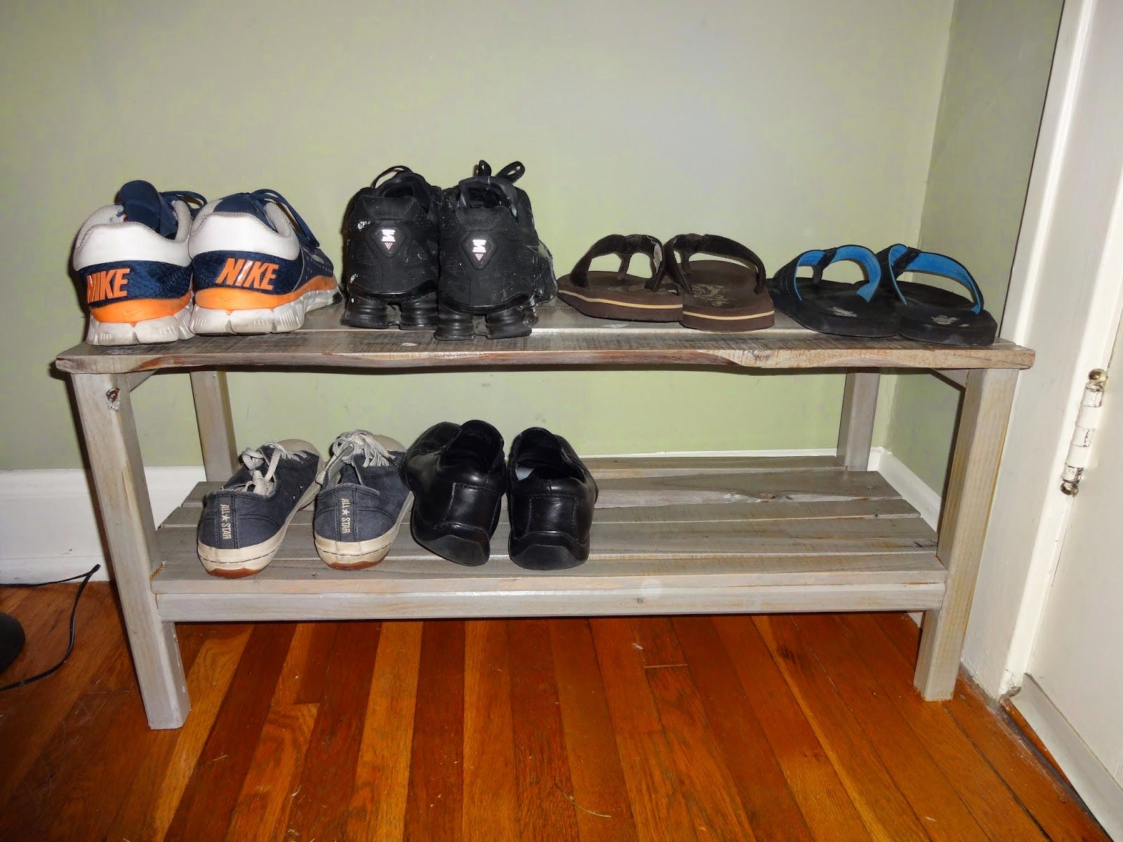 How To Build A Wood Pallet Shoe Rack. #pallet DIY
