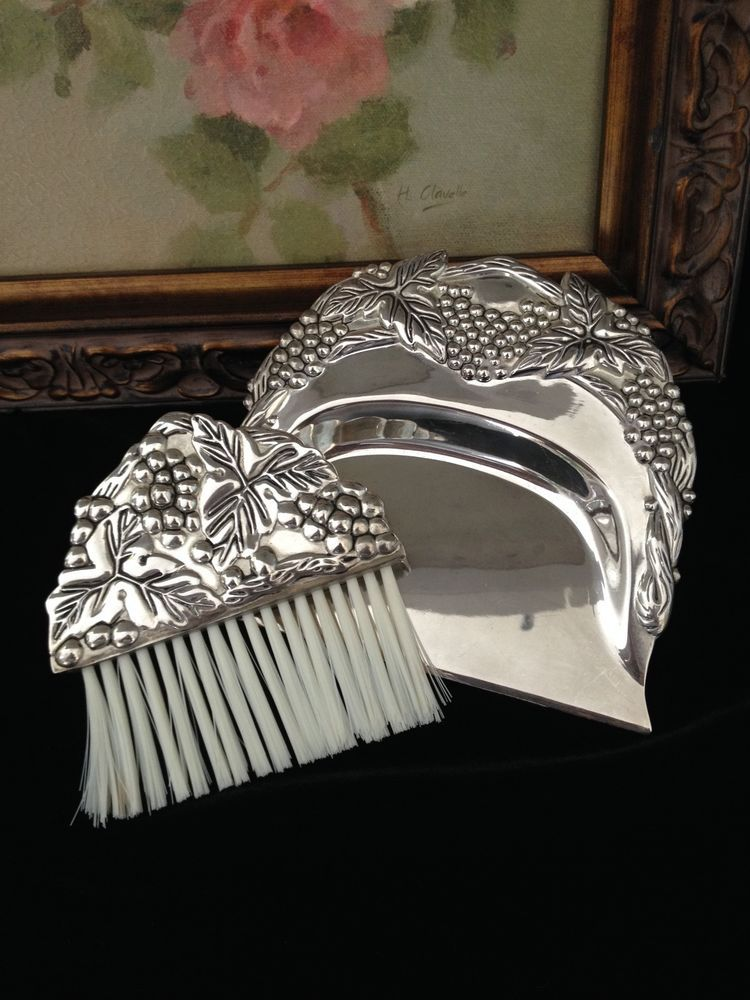 Vintage Silver Plated Silent Butler Crumb Tray Dust Pan U0026 Brush Grapes U0026 Ivy