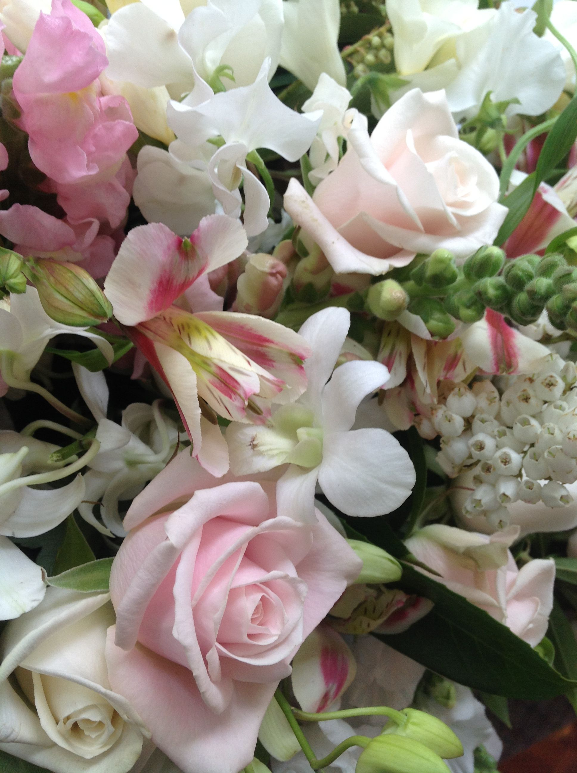 Lovely Pink White Bridal Table Flowers Going To The Chapel