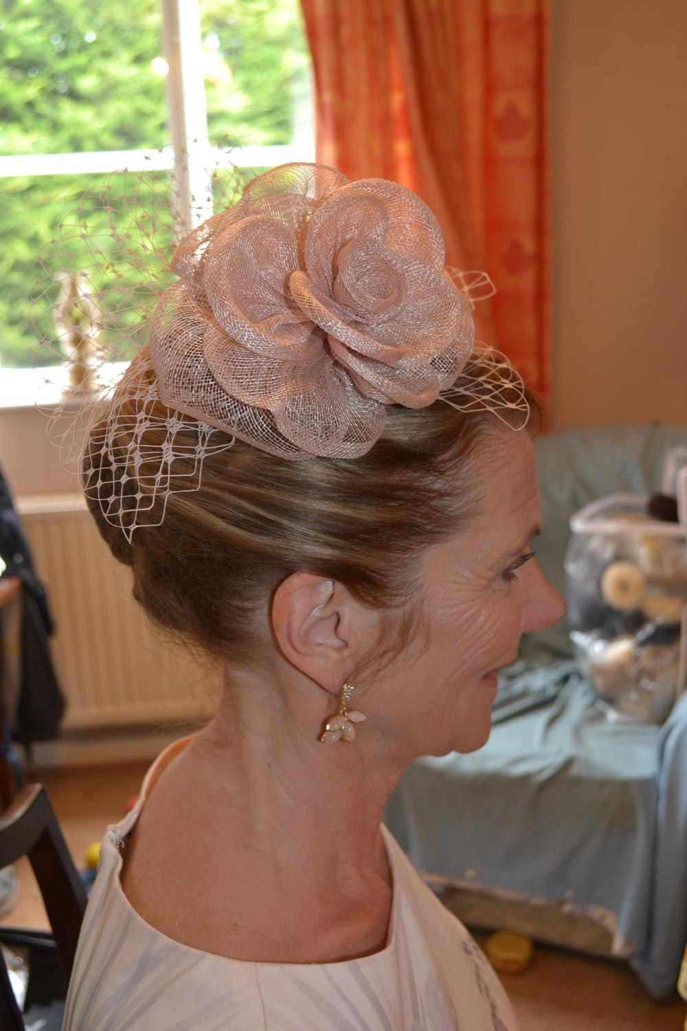 33 of the Most Beautiful Wedding Guest Hairstyles | Simple wedding hairstyles, Wedding guest ...