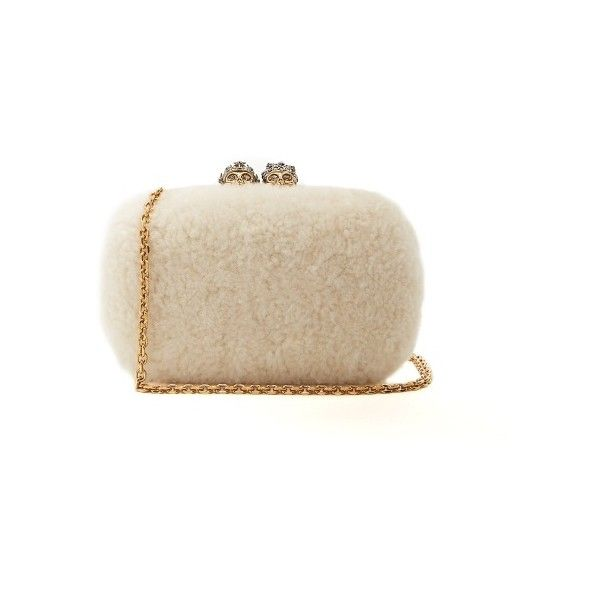 Alexander McQueen Queen and King skull-embellished shearling clutch (€1.700) ❤ liked on Polyvore featuring bags, handbags, clutches, cream multi, evening handbags, cocktail purse, alexander mcqueen clutches, alexander mcqueen purse and cream purse