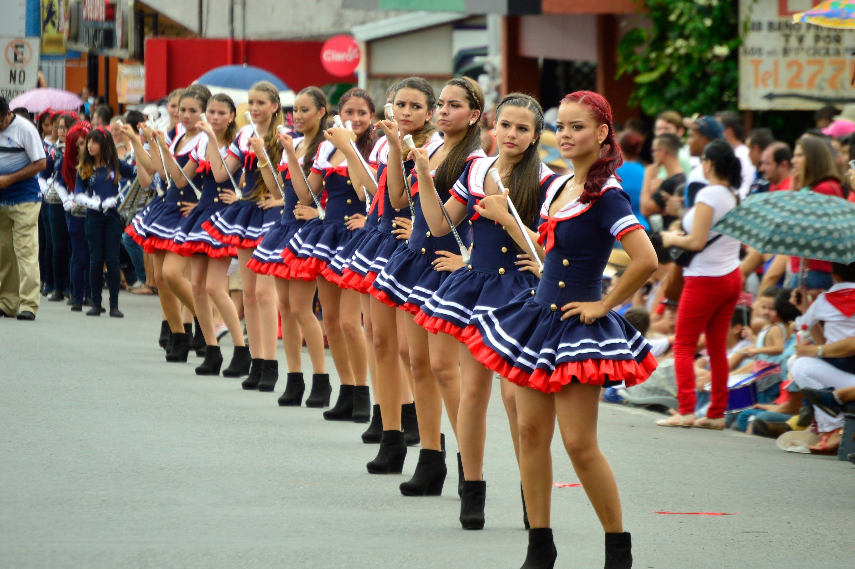 Vestidos Para Bastoneras Buscar Con Google Desfiles