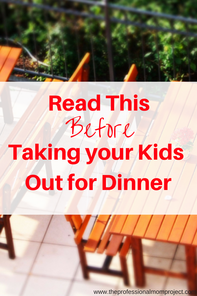 Taking the family out for dinner? Read this post first! It has helpful tips and hacks to make dining out with kids easier and less stressful | contains affiliate links