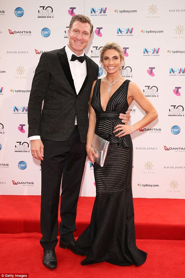 The Wiggles Star Simon Pryce Marries Lauren Hannaford Formal Dresses Long The Wiggles Wearing Red