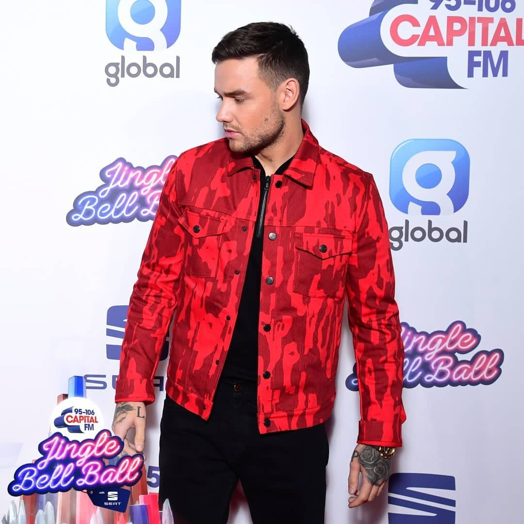 We All Can Agree That He Deserves The World Liamdeservestheworld Alliwantforchristmas Lp1 Stackitup Familiar Stripth Liam Payne Mens Tops Men Casual