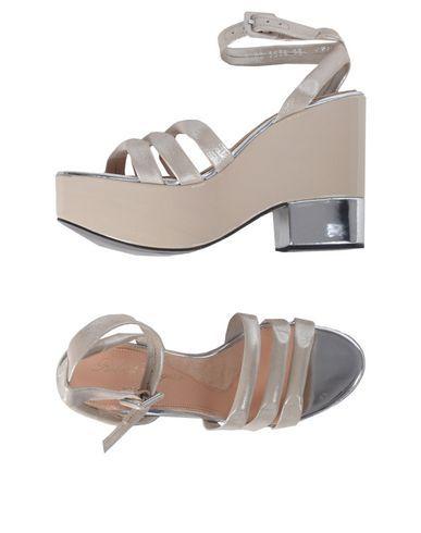 ROBERT CLERGERIE Sandals. #robertclergerie #shoes #샌들