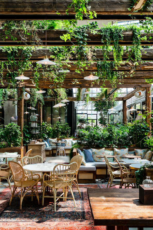 La Felicita Le Nouveau Restaurant Big Mamma A Enfin Ouvert Ses Portes A Paris Outdoor Restaurant Patio Cafe Interior Design Restaurant Patio