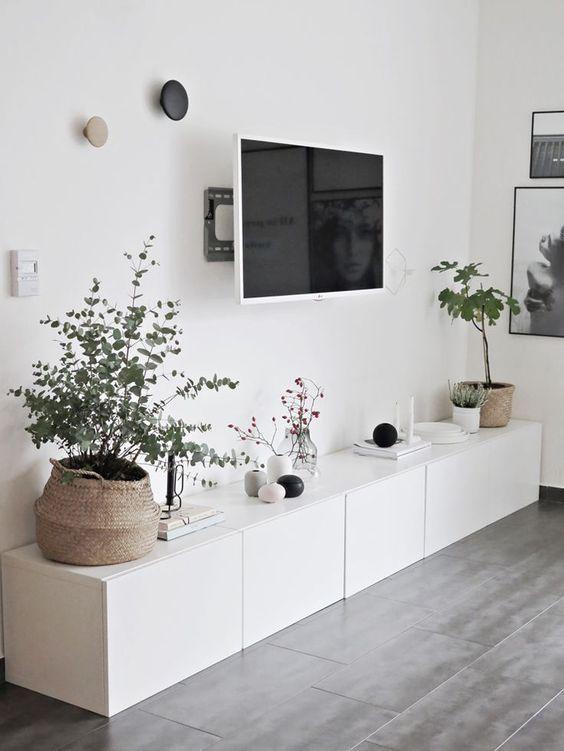 Ikea Besta Sideboard Viel Stauraum Flachbildschirm   Blumen Im Wohnzimmer  Minimalistische Wohnzimmer, Wohn Esszimmer,