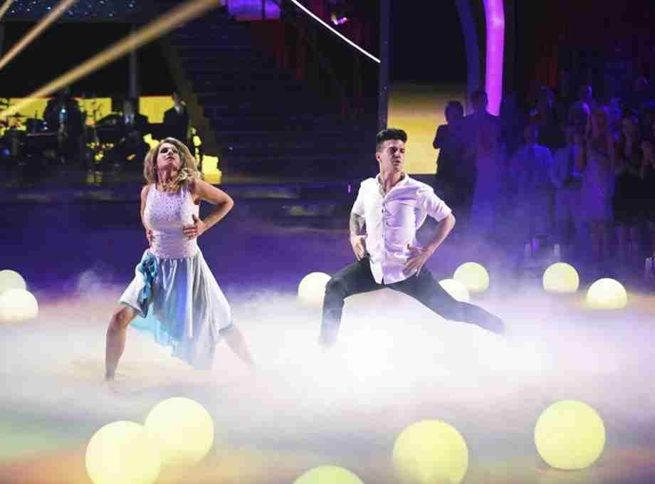 """Mark Ballas & Candace Cameron Bure danced a contemporary routine to Ellie Goulding's """"Burn"""" - Dancing With the Stars - Week 1 - Season 18 - Spring 2014 - score 9+8+8=25"""