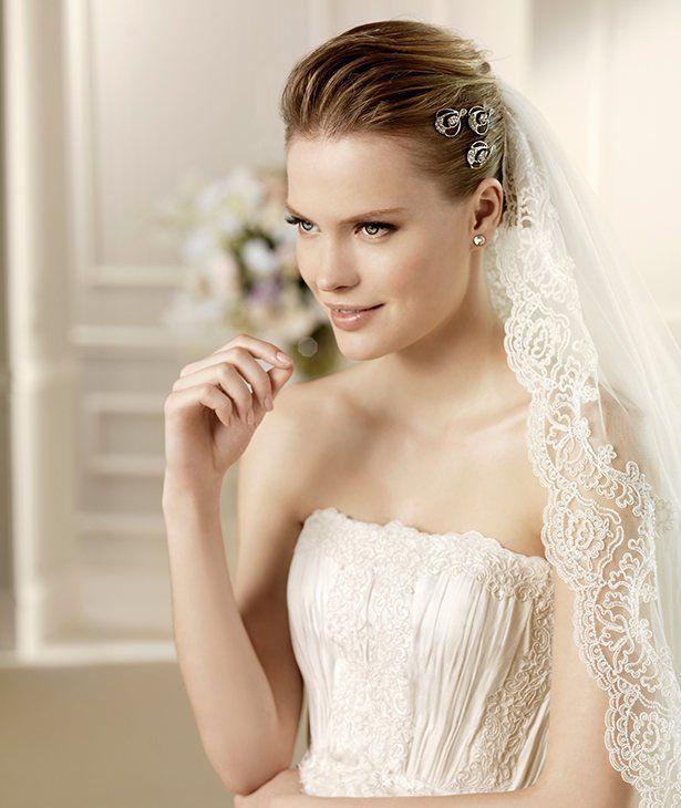 MUNICH » Wedding Dresses » 2013 Fashion Collection » La Sposa (close up)