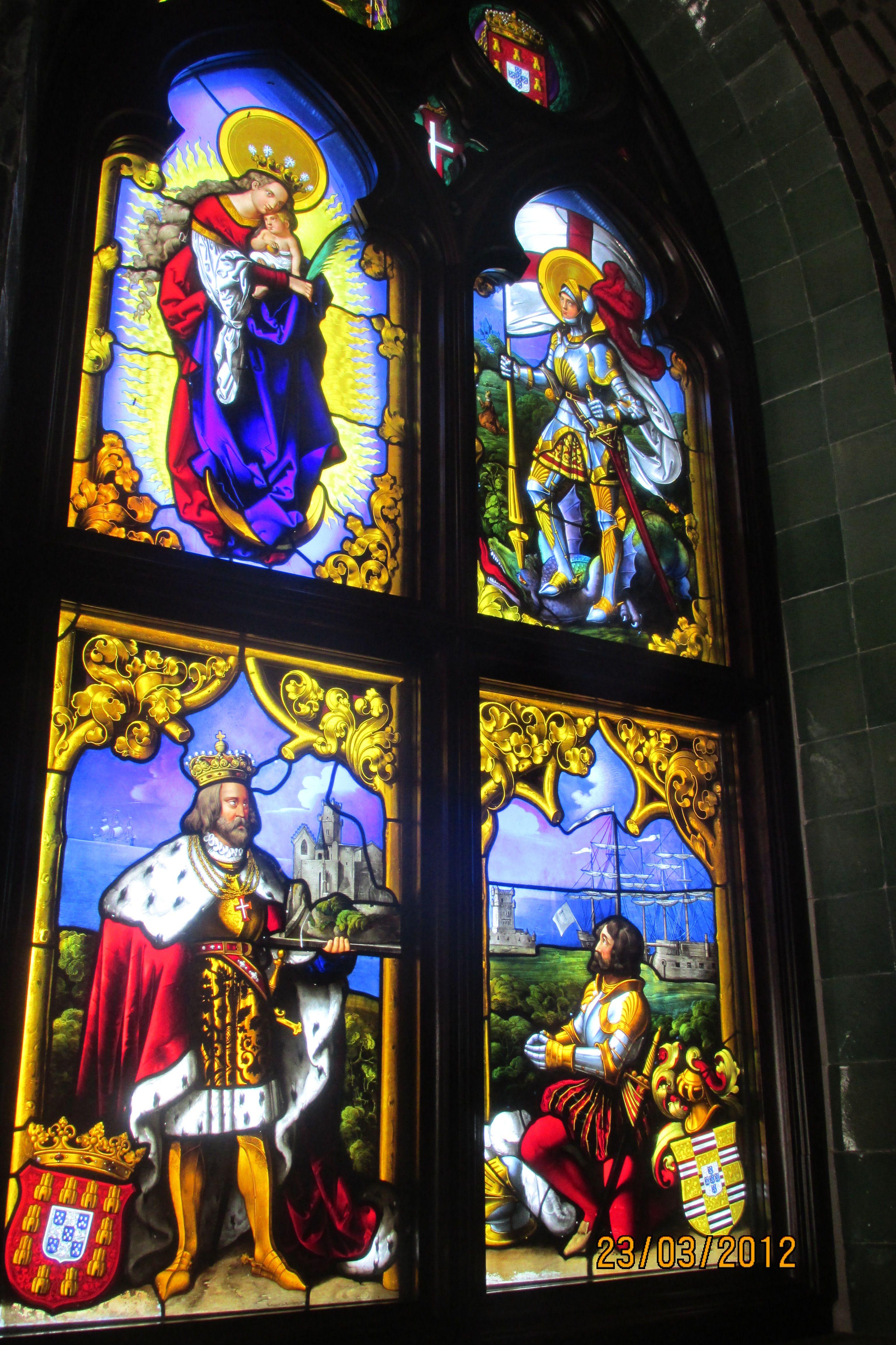 Sintra-Vitrais na capela do Palácio da Pena Portugal