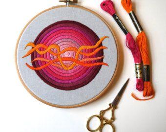 """Brodé de cerceau de 6"""" dans les tons de rose avec Orange «Vagues» à la main"""