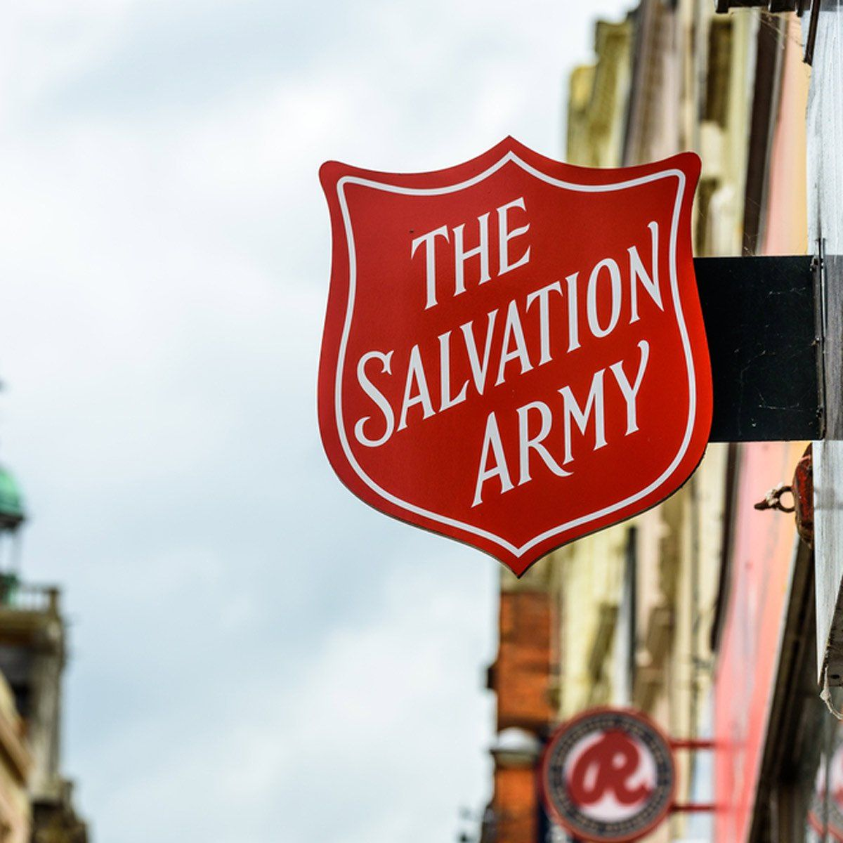 Organizations That Offer Donation Pick Up For Items You No Longer Want In 2020 Veterans Donations Organization Salvation Army