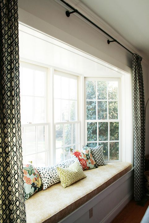 Attractive window treatment ideas for bay windows and for Bedroom bay window treatments
