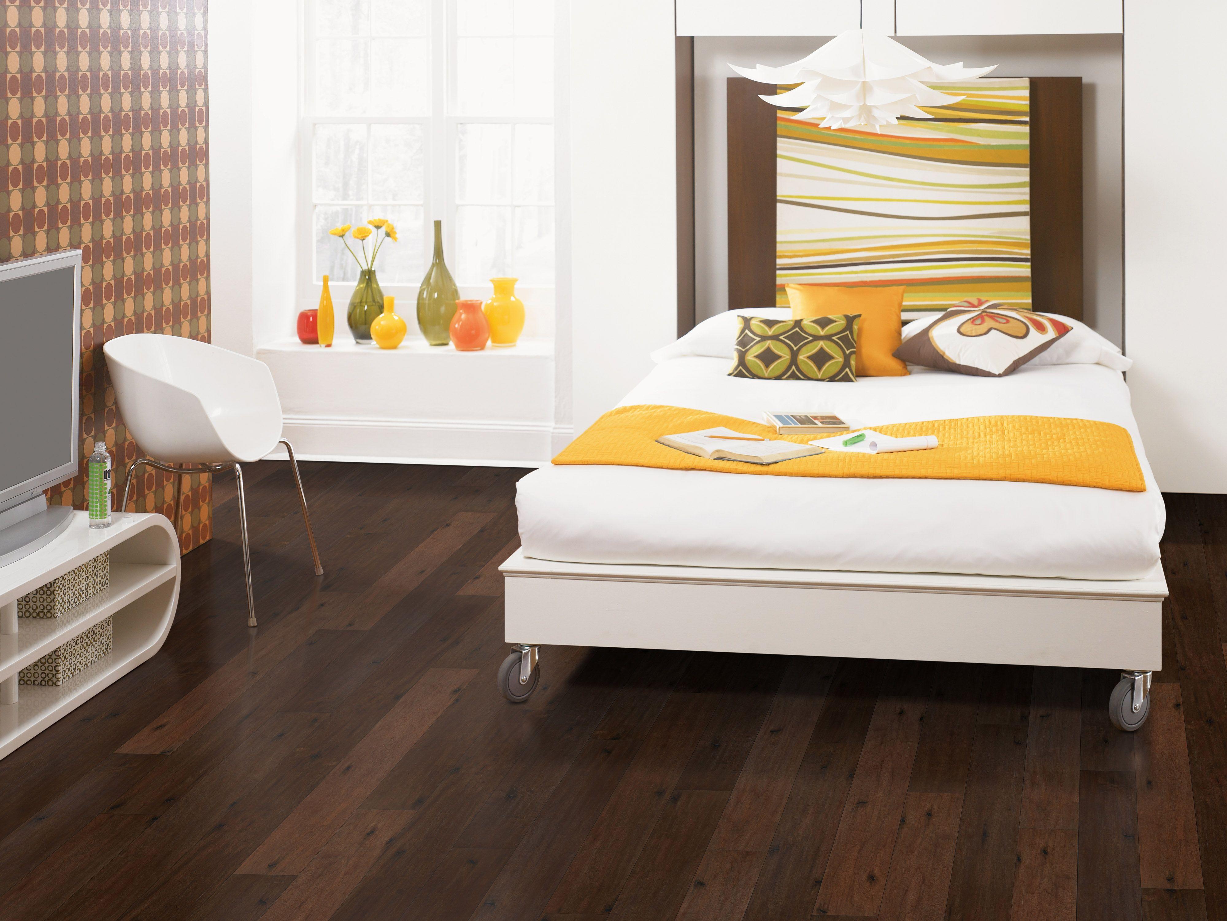 Color Chocolate Maple 6 1 8 Wide Textured Planks Mohawk  ~ Como Poner Tarima Flotante En Un Piso