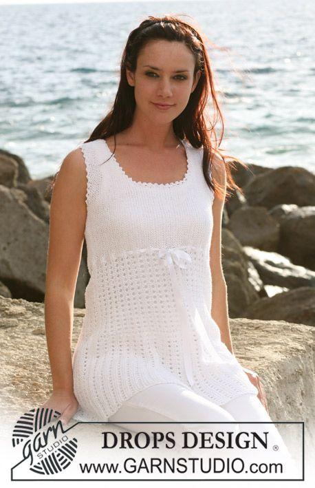 """DROPS tunika med riller og hullmønster strikket fra side til side i """"Safran"""". ~ DROPS Design"""