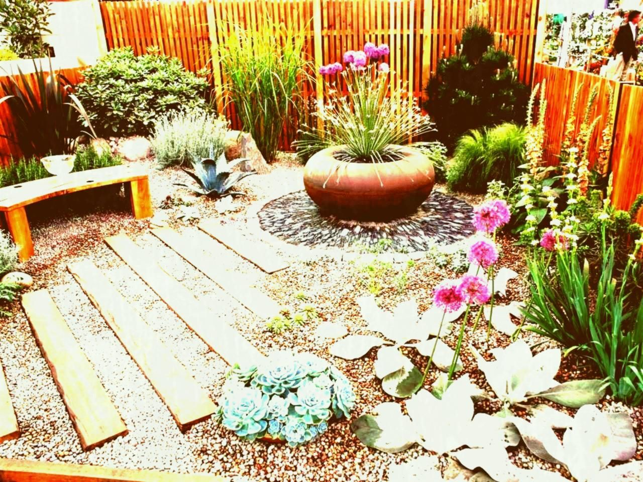 Rx Dk Ssfg Gravel Cover S Rend Hgtvcom Cheap Low Maintenance Garden Ideas Uk Small Colourful