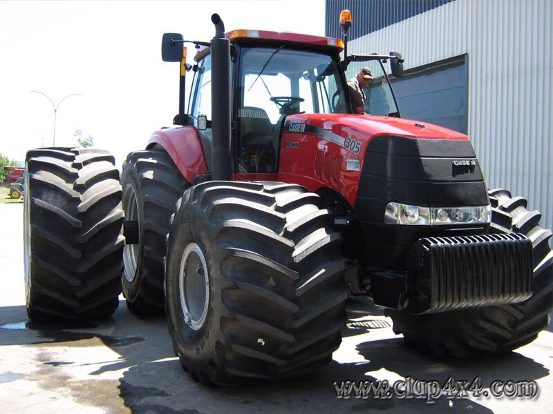 Caseih magnum 335 love them big fat front tyres caseih for Big tractor tires for free