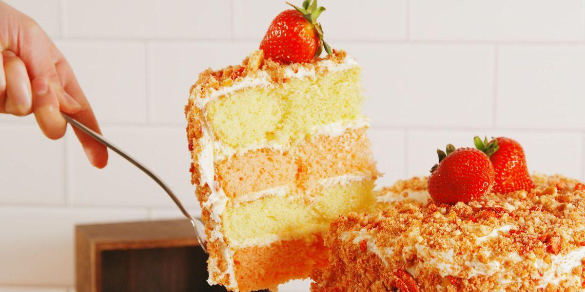 Strawberry crunch cake recipe crunch cake strawberry