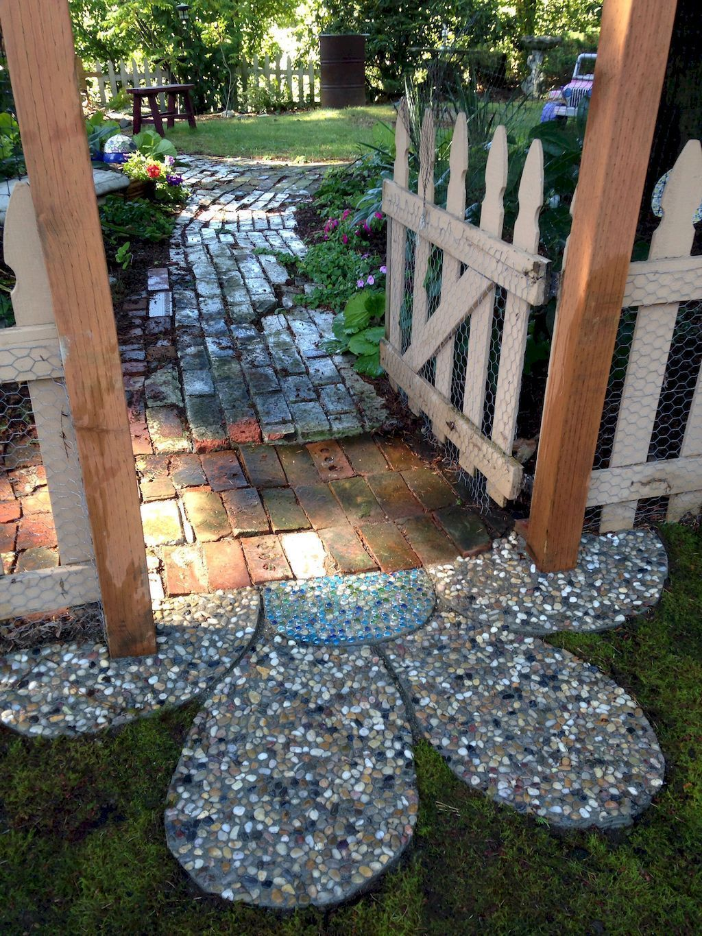 56 Cheap DIY Garden Paths Design Ideas #gardenpaths
