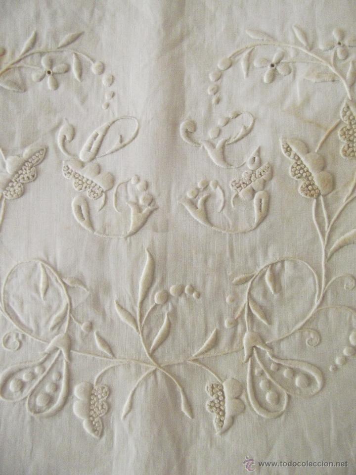 Antigua funda de almohada de hilo fino, precioso bordado. Cama de 90 ...