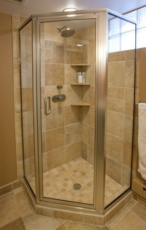 corner shower with glass tile privacy window | Salle de bain ...