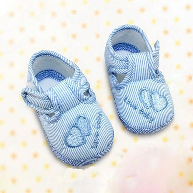 08fa3139c94ea Aliexpress.com  Compre 2016 novos meninos meninas bebê Canvas Lace Up  Sneakers Prewalker berço sapatos de sola macia de confiança bebê sapatos …