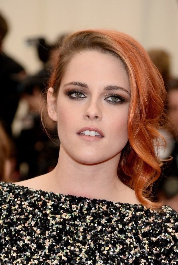 Kristen Stewart deep golden brown eye shadow with gold