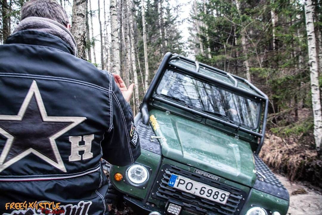 Free4x4style Team's trainer in action.  #free4x4style #defender #landroverdefender #defender90 #offroad #4x4 #swamp #mud #wilderness #explore #dirty #landy #water #training #offroadschool #forest #landscape #latvian #defender_life_style #getdirty #led #бездорожье #оффроад #ландровер #дефендер #tactical by free4x4style Free4x4style Team's trainer in action.  #free4x4style #defender #landroverdefender #defender90 #offroad #4x4 #swamp #mud #wilderness #explore #dirty #landy #water #training…