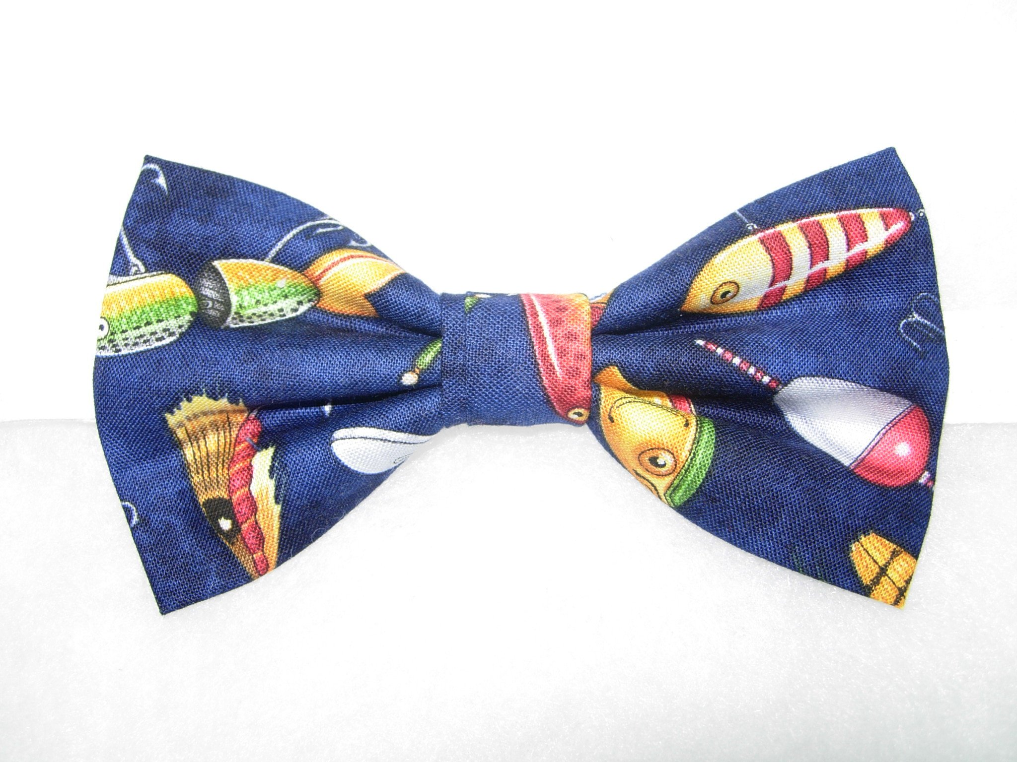 Fly Fishing Bow Tie/ Men's Bow Tie/ Lure Bow Tie/ Fishing Lure Bow Tie/ Groomsmen Gift/ Black Dog Bow Tie lEIM9