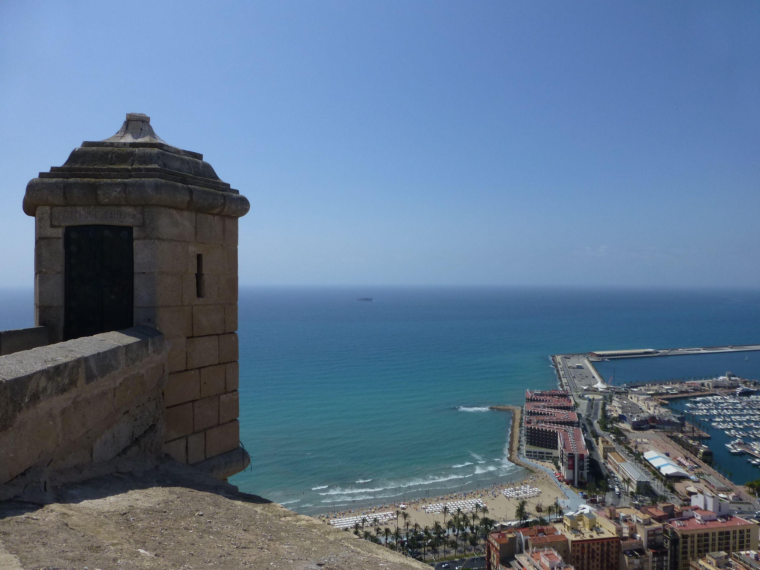 Torreón en lo alto del Castillo de Santa Bárbara, Alicante.