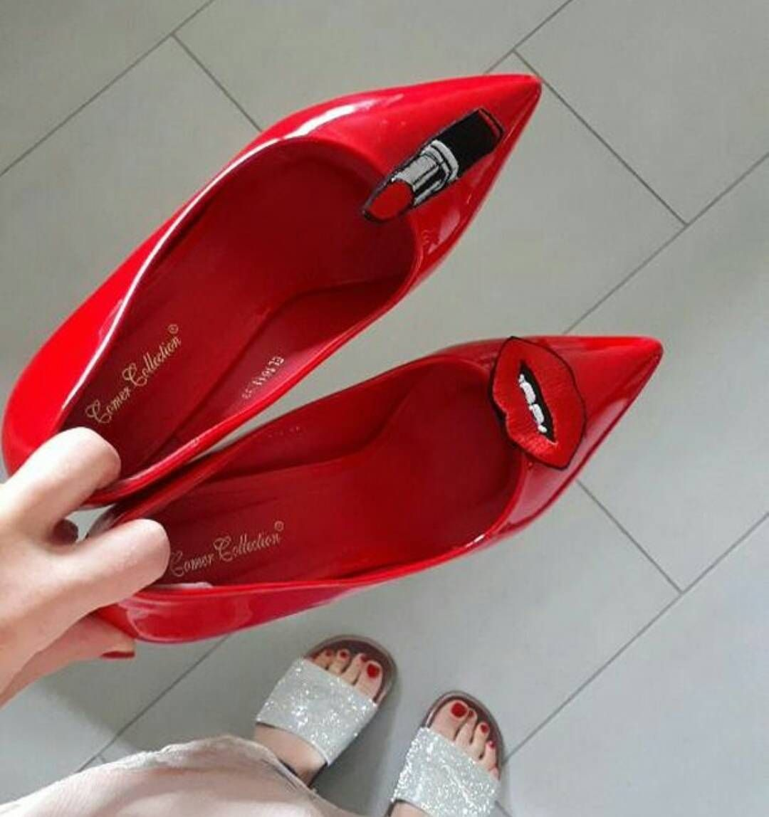 Pogoda Taka Ze Ma Sie Ochote Zostac Tylko W Lozku Ale Gdy Widzimy Takie Zdjecia To Wyskakujemy Z Niego W Moment Shoe Clips Chanel Ballet Flats Shoes