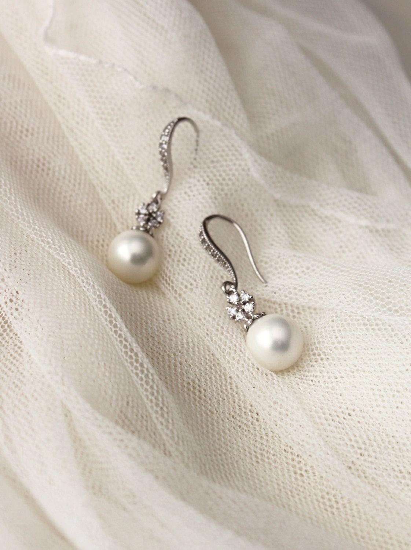 Pearl wedding jewelry crystal bridal earrings white shell pearl
