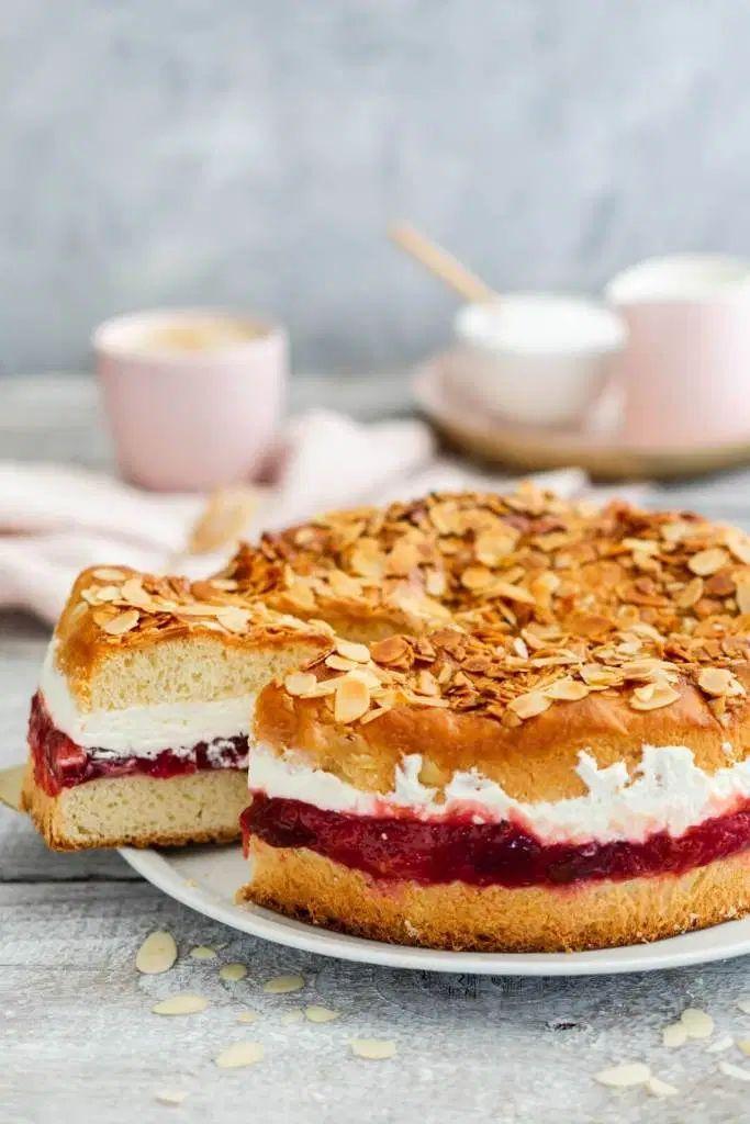 Recette de piqûre d'abeille aux prunes et crème | Ma bonne chance   – Süße Rezepte für jede Jahreszeit